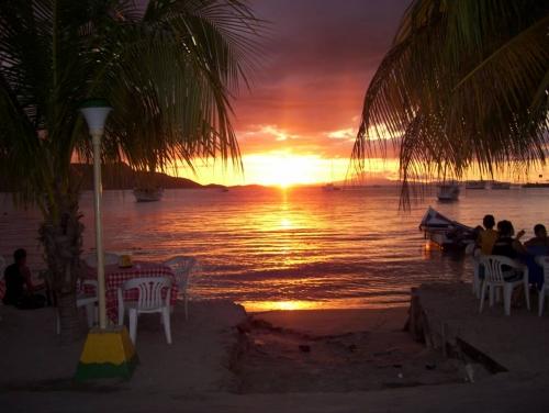 Bello atardecer en la Isla de Margarita - Venezuela