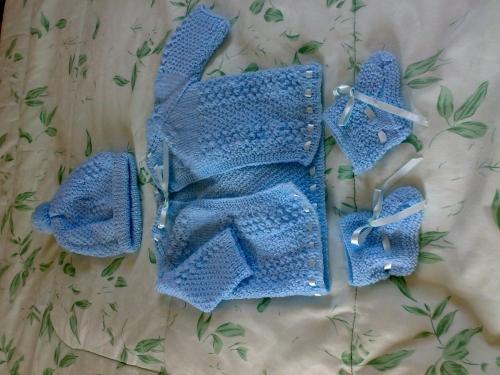 Cómo hacer una chambrita para bebé en dos agujas - Imagui
