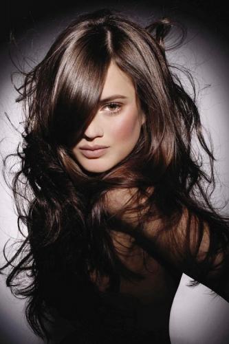 Color marron oscuro en pelo