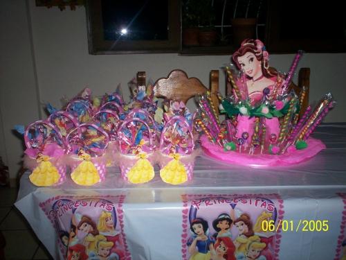 Cotillones y centros de mesas para cumpleaños