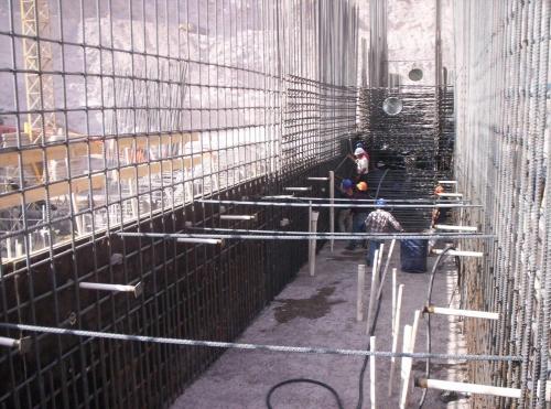 """Muro de contenci�n (Puente hidra�lico """"El Caj�n"""")"""